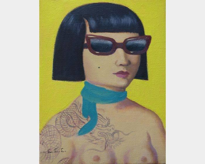 c-02墨鏡與藍絲巾