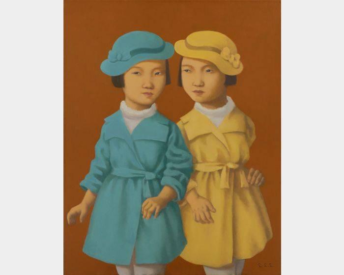 戴帽子的雙胞胎姊妹