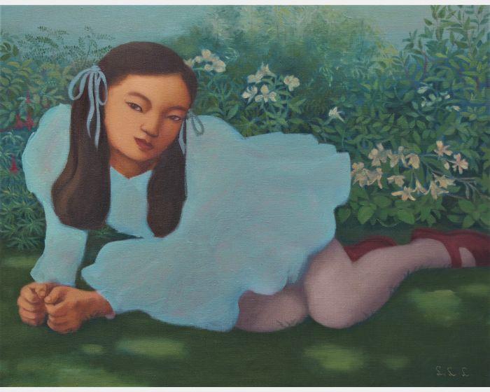 草地上的女孩