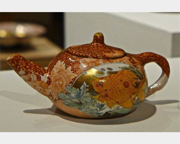 牟田 陽日-金魚茶壺