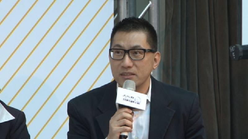 北藝大老師王俊傑認為,建立協助視覺藝術發展的平台,能讓預算花在刀口上。