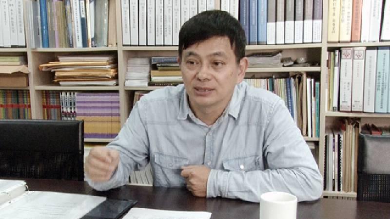 葉俊顯認為,必須一步一步來踏實前進,才能成為一個大藝術家。