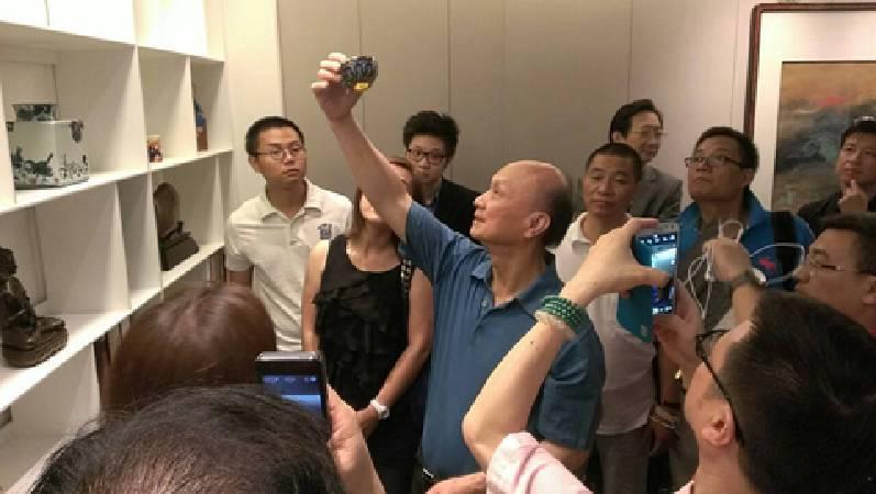 參觀台灣重要收藏家晟銘電子林木和董事長收藏。圖/非池中藝術網。