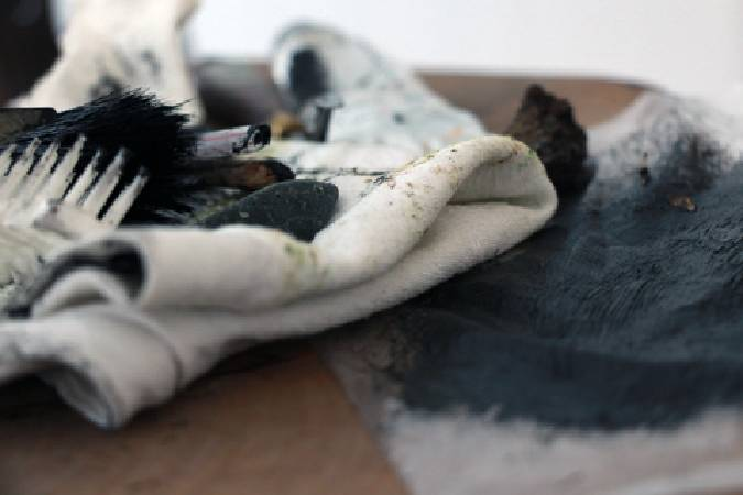 藝術家吳冠德的藝術創作工具。圖/非池中藝術網攝。