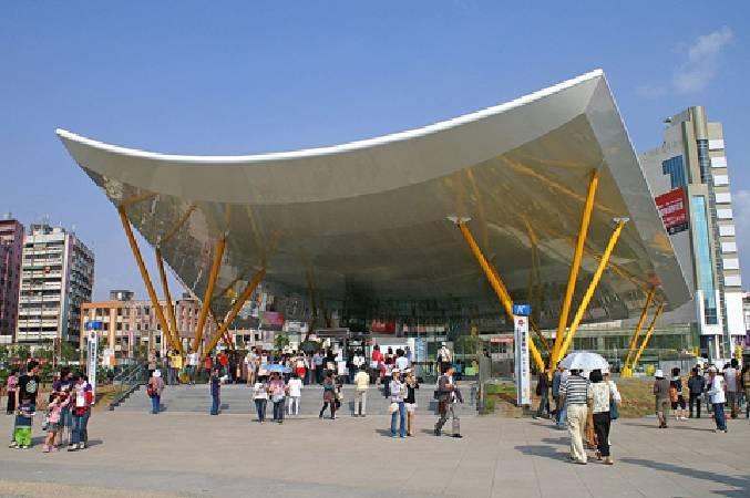 高雄捷運R9中央公園站。圖/擷取自維基百科。