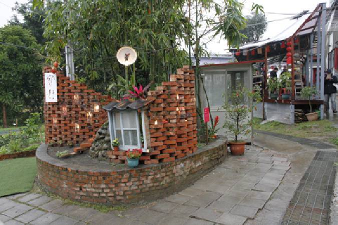 寶藏巖居民,〈寶村點燈〉。圖/非池中藝術網攝。