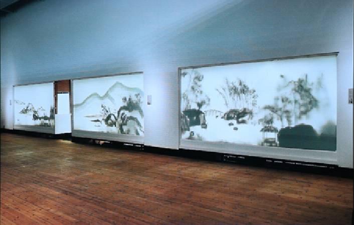 2004年德國柏林,徐冰〈背後的故事〉。