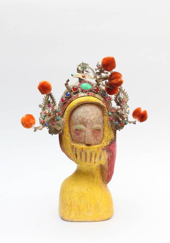 翅男《緩緩》木雕,台檜、捲紙蠟筆,20x10x28cm,2013