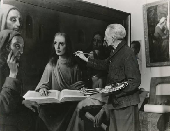 Meegeren為了證明他偽畫維梅爾的畫作,所向大家公開作畫過程。