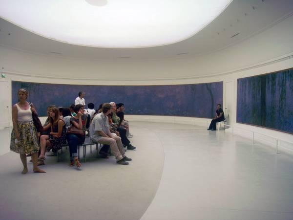 橘園美術館的睡蓮展間。攝影/ 陳陵。