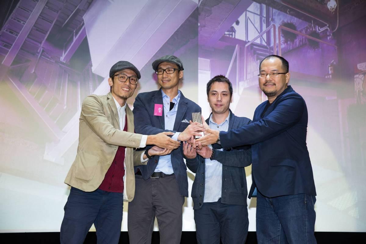 ADA新銳建築獎首獎得主-辜達齊、劉崇聖、吳龍傑(由左至右)與台北市建築世代會會長李彥良合影