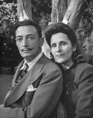 達利與妻子卡拉。圖/取自Mr.Peacock Style
