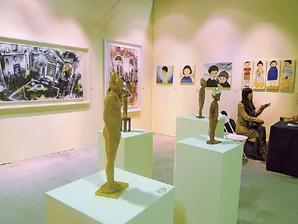 索卡藝術中心帶來詹志評的雕塑、林葆靈與飯田桐子的畫作,幾乎鑿售一空。