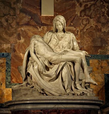 米開朗基羅《聖殤》(Pieta),1499。圖/取自Wikipedia。