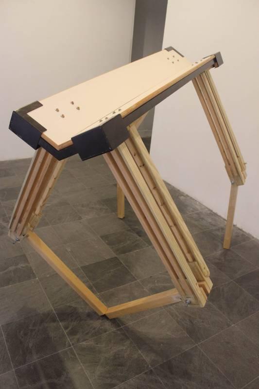 江宜瑾,《桌子》。