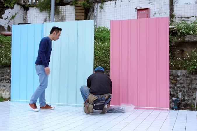 周育正,《磁磚、盆栽與鐵皮》。圖/寶藏巖國際藝術村提供。