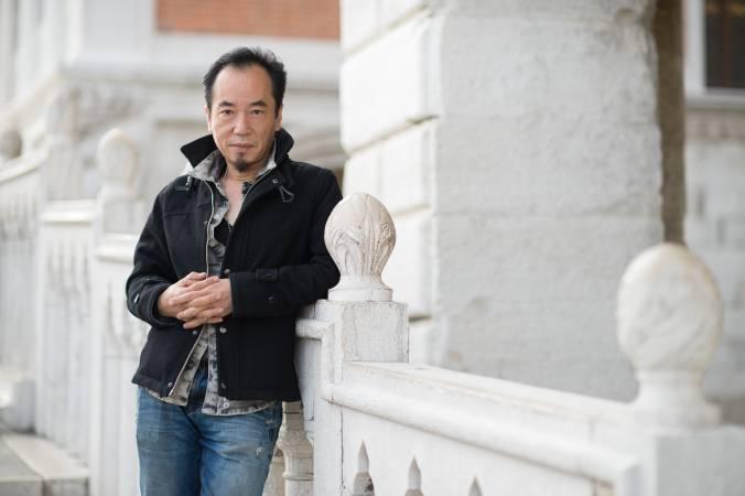 藝術家吳天章。圖/台北市立美術館提供。