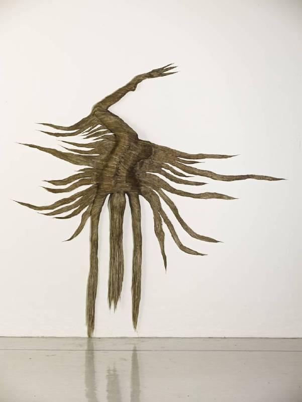 張育馨,蟲草身 ,2013,雕塑,320x320x25cm