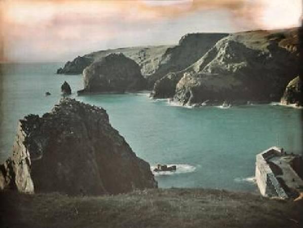 彩色風景照。圖/取自Wikipedia。