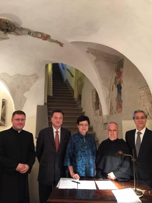 2015.於教廷聖座教宗禮儀處簽署「天國的寶藏—梵蒂岡教廷文物特展」合約