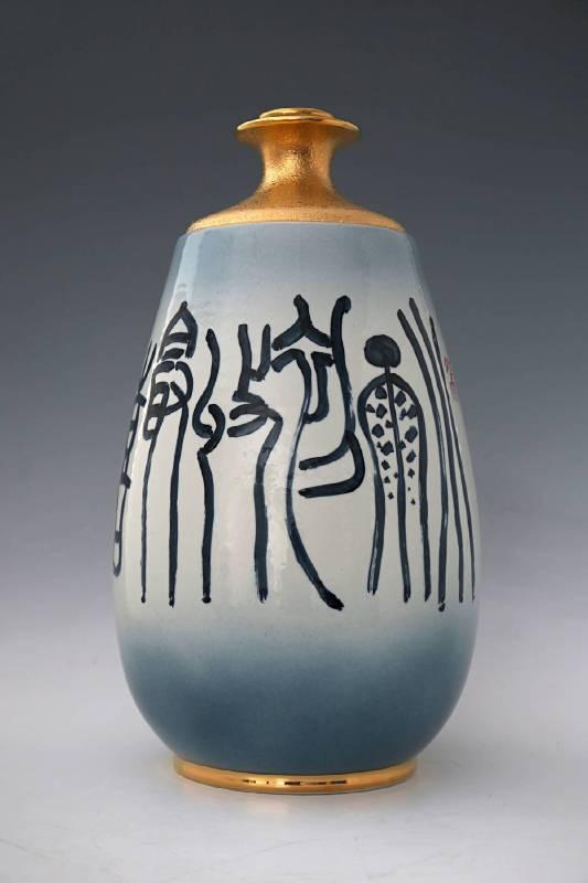 蕭世瓊 《書法描金造型酒瓶》 2015  直徑47公分