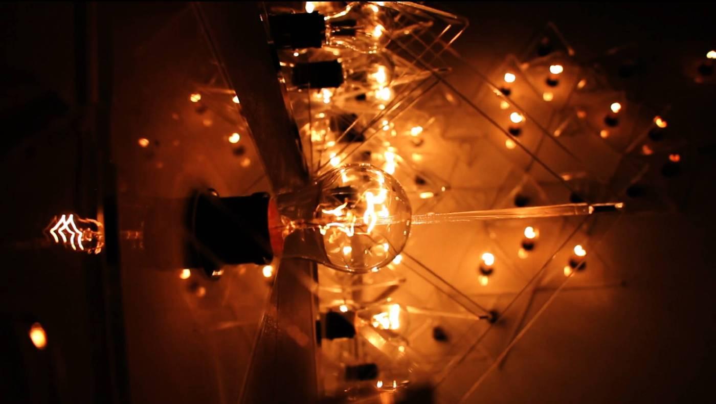 胡縉祥《光律2》2014 燈光互動裝置 複合媒材