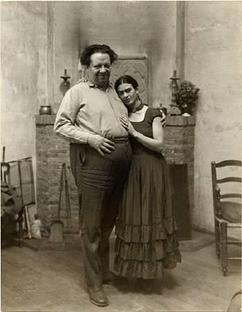迪亞哥•里維拉和妻子芙烈達•卡蘿的合照。