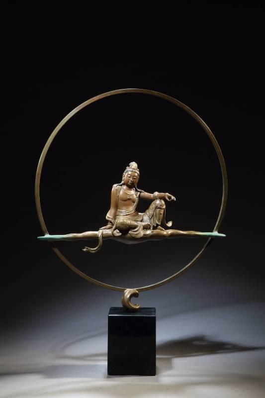 法成憲 《靜觀水月》 2015  52×10×58公分 銅雕