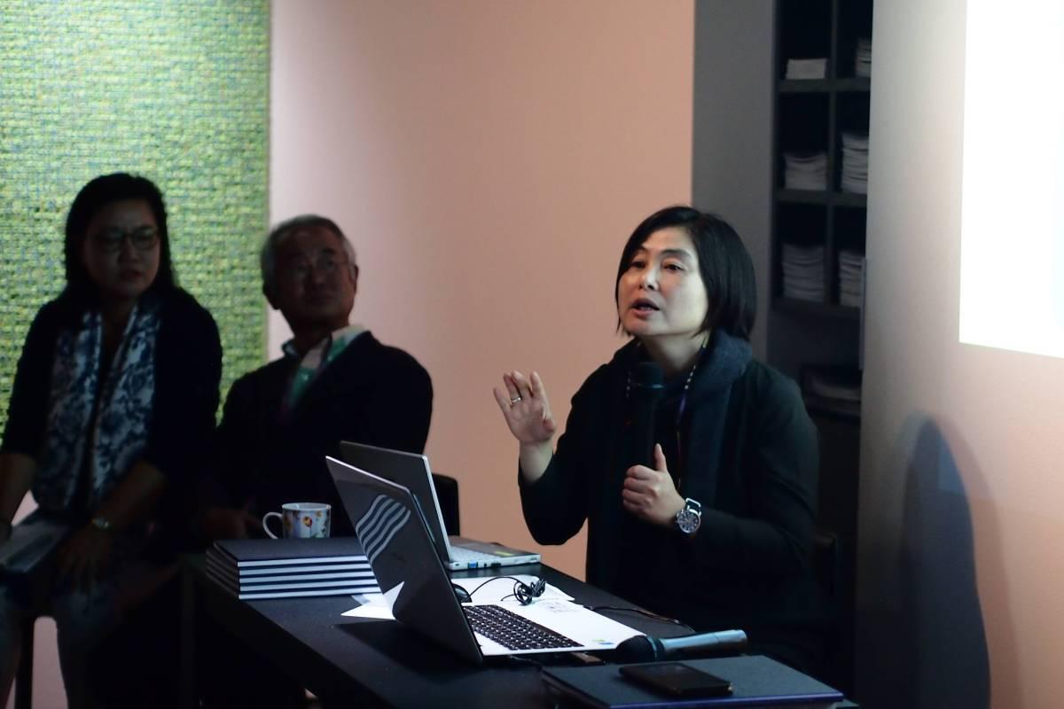 研討會-文貞姬博士說明冷熱抽象藝術及策展理念