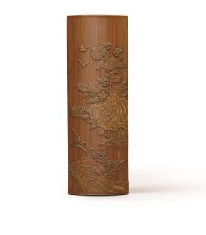 清早期〈竹刻留青菊石圖張希黃款臂擱〉,長20.5cm,NT$40-60萬