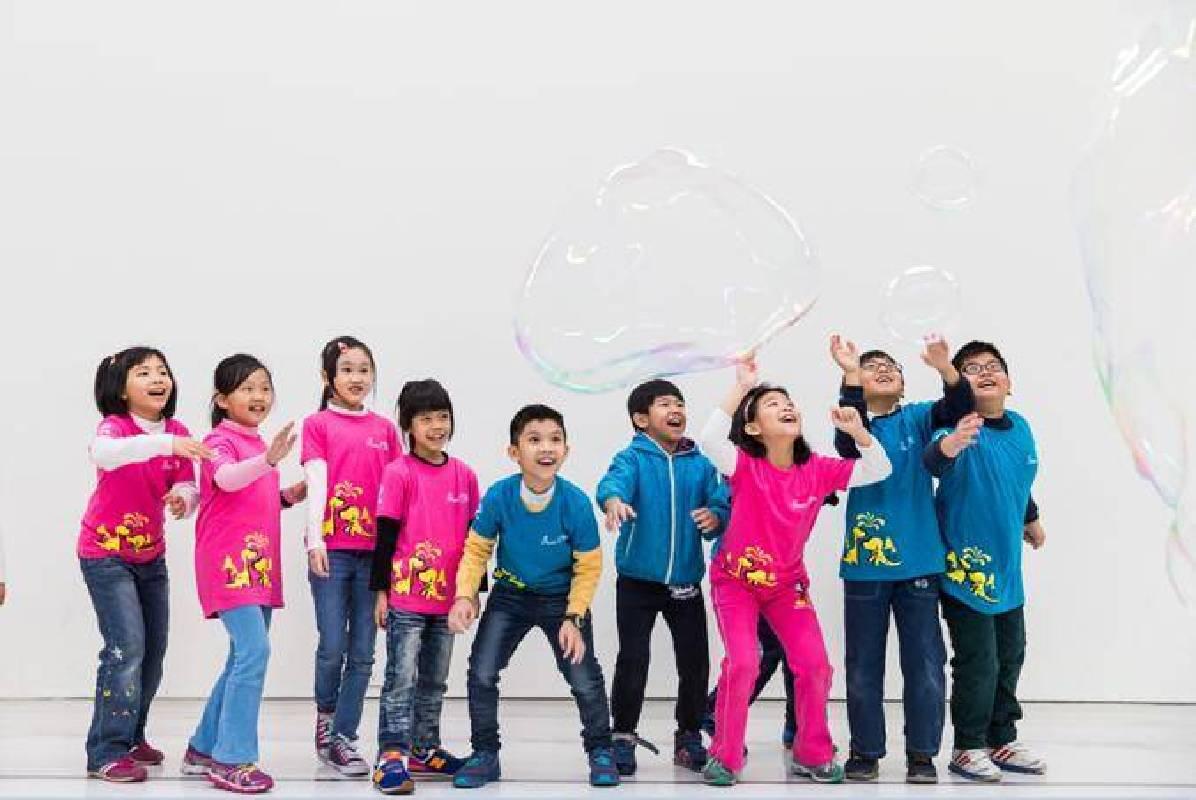 【物.理】展場,泡泡製造機,尼可拉.漢納,2012 ©臺北市立美術館