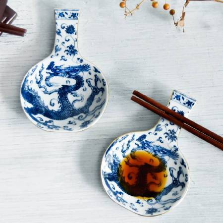 去年度「瓶安蘸福-醬碟筷架」勇奪「國立故宮博物院國寶衍生商品設計競賽」金獎