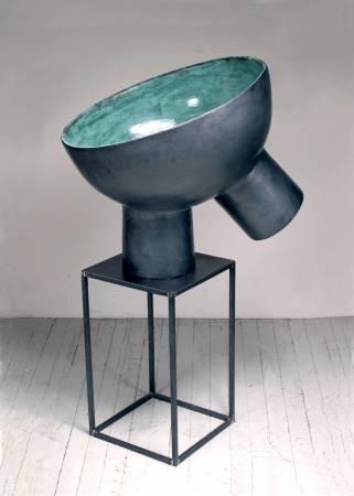 郭旭達,《無題 No. 08-06》,2008,陶、金屬釉 / 鐵座,106.6 x 55.8 x 66 cm