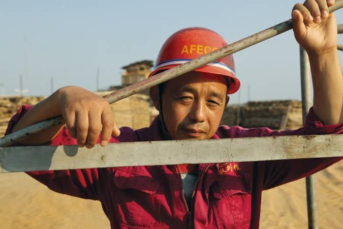 日德艾蘭,《莫三比克的中國人》,2011。圖/臺北市立美術館提供。