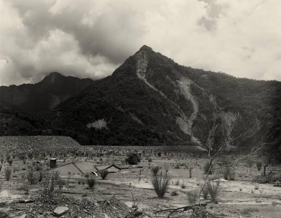 李旭彬,《那瑪夏旁河谷》,2010。圖/臺北市立美術館提供。