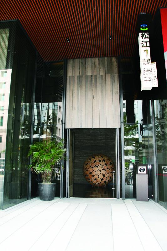 松江1號院大門入口韓國藝術家李在孝藝術作品