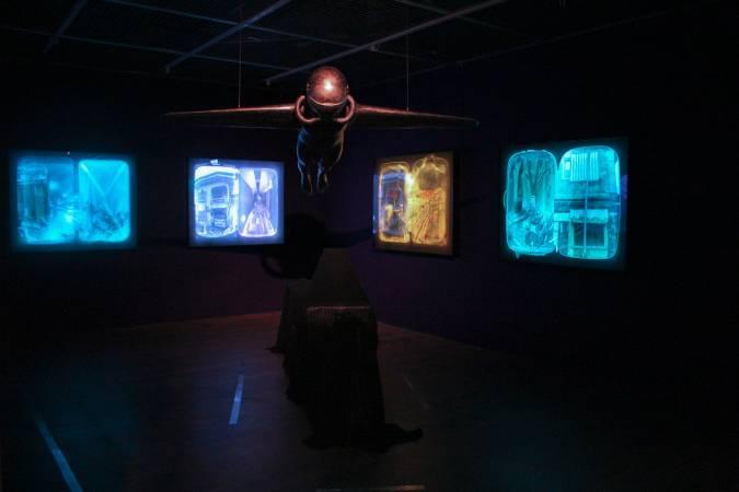 羅納德.溫杜拿《尋找家園》與《空中飛人》。圖/非池中藝術網 攝。