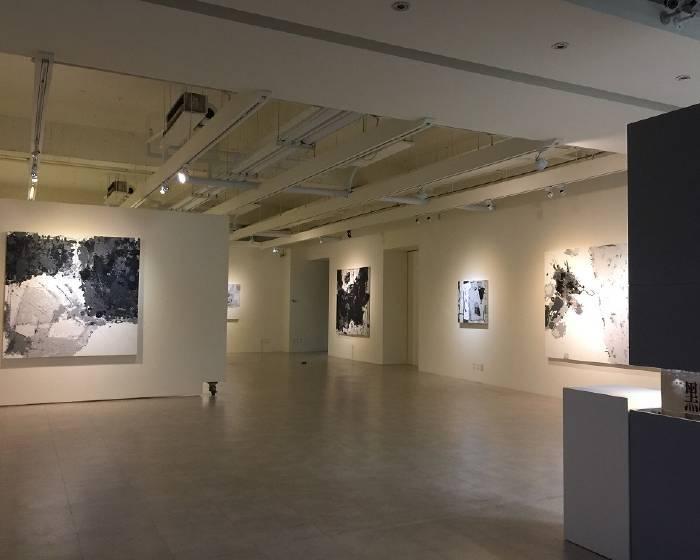 智邦藝術基金會【黑灰與白的彩色意象】龐姚個展