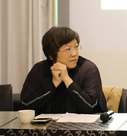 台灣視覺藝術協會前理事長駱麗真。圖/非池中藝術網攝。