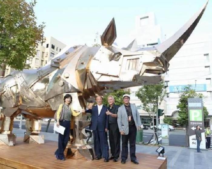 台中草悟廣場【金鋼再現】施力仁雕塑巡迴展