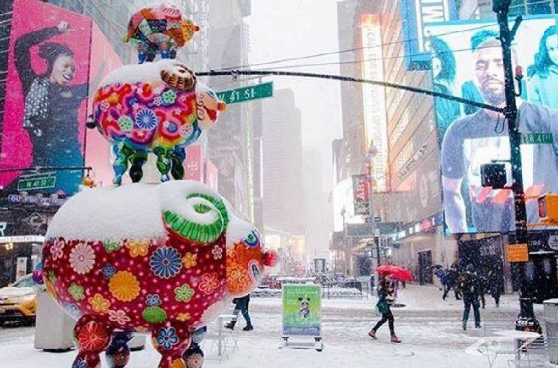 洪易藝術裝置與雪景相互呼應