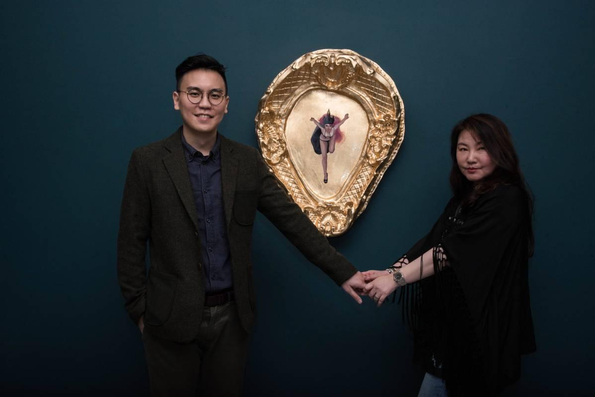 知名時尚設計師溫慶珠與藝術家里李承道合影。