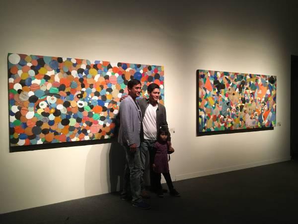 藝術家拉黑子·達立夫(中)及台11線系列作品
