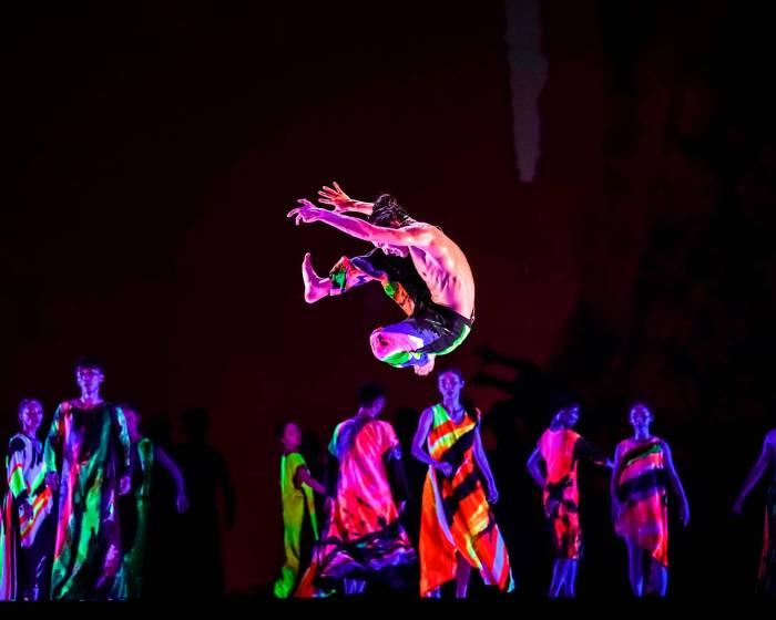 2017國泰藝術節 雲門免費戶外公演 鄭宗龍《十三聲》數萬觀眾塞滿藝文廣場