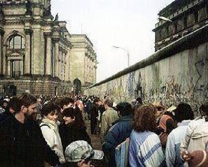 圍牆倒塌後:25年後柏林當代藝術的未來(二)