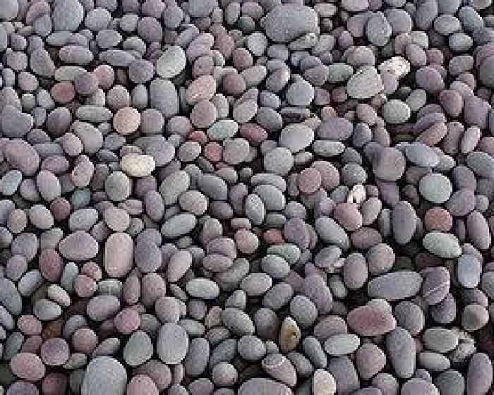 石頭描繪戰火摧殘下的人們