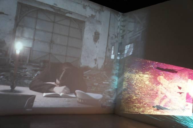 林羿綺 Lin, Yi-Chi|航向鬱(慾)海汪洋 The Cave |5分鐘 三頻道彩色有聲錄像裝置 版數:3 + 1 AP |2017