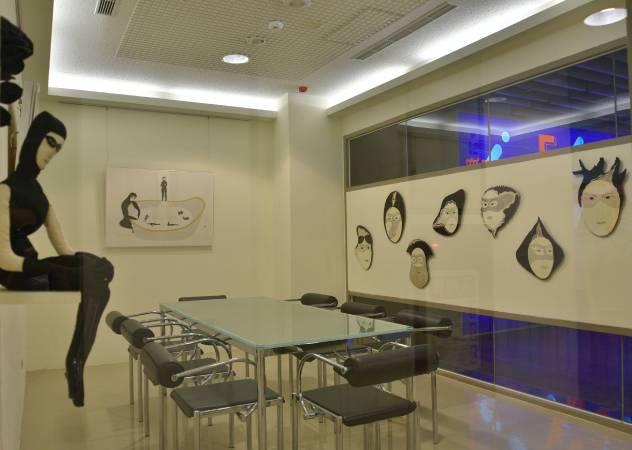 運用藝術家巫雲鳳作品改變工作空間氛圍