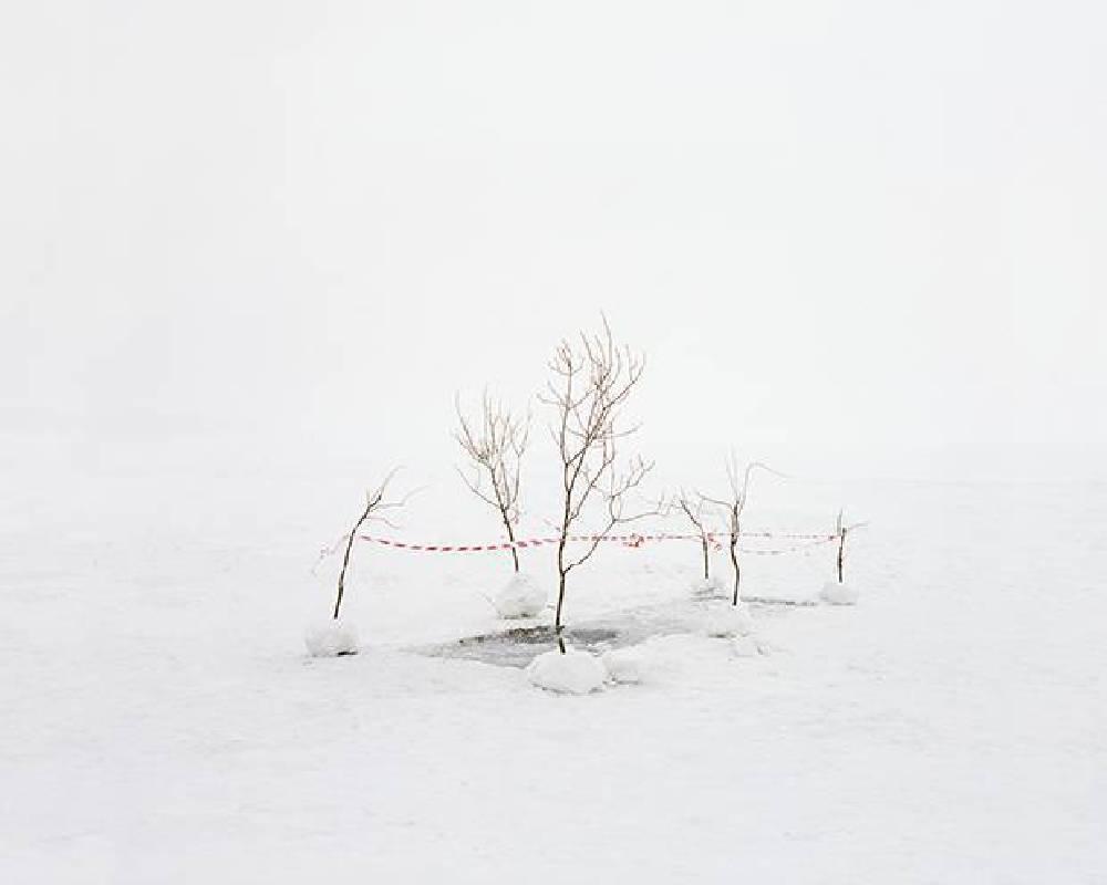 奧焦爾斯克(前身為車里雅賓斯克-40)附近湖泊進行水汙染測試,1957 年發生核災卻被隱蔽 20 年,此座被湖泊圍繞的城市現在仍受輻射汙染