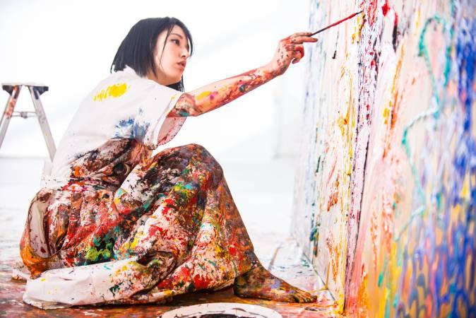 藝術家小松美羽。圖/白石畫廊提供。